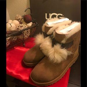 UGG Women's GITA Pom-Pom Boot